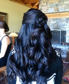 Latest trend in hair: Are you ready for navy blue hair? - - Latest trend in hair: Are you ready for navy blue hair? The popularity of navy blue hair is increasing! We are used to blue hair, pink, what about navy blue? 2015 Hairstyles, Cool Hairstyles, Hairstyle Men, Dark Hair Makeup, 90s Makeup, Navy Blue Hair, Blue Black Hair Color, Frontal Hairstyles, Pinterest Hair