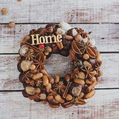 őszi ajtódísz termésekből Burlap Wreath, Arts And Crafts, Fall, Autumn, Halloween, Diy, Home Decor, Decoration Home, Fall Season