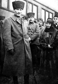 Mustafa Kemal Ataturk, first president of the Republic of Turkiye. Ataturk fought hard to make Turkiye a secular democratic modern nation. Ottoman Turks, Turkish People, Turkish Army, The Valiant, The Turk, Fathers Love, Military Personnel, Great Leaders, World Leaders