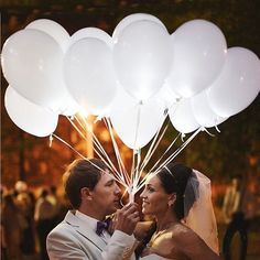 Item Specifics: Color: White Fix Color balloon Material: latax Size: maximum inflation size is 23cm or 9 inches diameter Package: OPP bag Characteristic : Stable light up