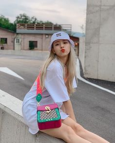 Discovered by Shin Yuna. Find images and videos about kpop, aesthetic and itzy on We Heart It - the app to get lost in what you love. Kpop Girl Groups, Korean Girl Groups, Kpop Girls, Cute Korean Girl, These Girls, Cute Girls, Hyuna Photoshoot, Bts Kim, Homo