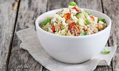 Three Vegan Salads for Every Taste : Spicy Quinoa Chickpea Salad. Whole Foods, Whole Food Recipes, Healthy Recipes, Quinoa Chickpea Salad, Manger Healthy, Hot Flash Remedies, Plant Based Vegan Diet, Traditional Greek Salad, Food Dinners