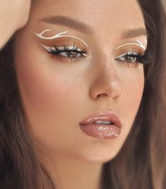 Brown and white makeup art - ChicLadies. Fancy Makeup, Makeup Eye Looks, Creative Makeup Looks, Eye Makeup Art, Crazy Makeup, Cute Makeup, Glam Makeup, Skin Makeup, Makeup Inspo