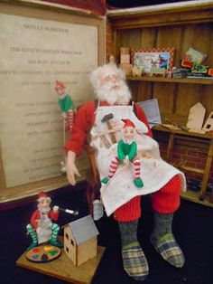 One of a kind miniature art dolls by IGMA Artisan Julie Campbell Dollhouse Dolls, Miniature Dolls, Dollhouse Miniatures, Diy Christmas Gifts, Vintage Christmas, Father Christmas, Xmas, Julie Campbell, Doll House People