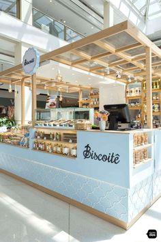 Biscoitê | Quiosques para Shopping | Studio Dias Bakery Shop Design, Kiosk Design, Cafe Design, Store Design, Signage Design, Design Design, Graphic Design, Food Cart Design, Bakery Decor