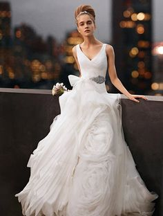 Vera White Collection V Neck Ball Gown With Fully D Skirt Style Polyester Size 12 Wedding Dress For
