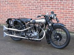 1927 Brough Superior 680 – Coys of Kensington British Motorcycles, Vintage Motorcycles, Cars And Motorcycles, Classic Motors, Classic Bikes, Classic Cars, Vintage Cafe, Vintage Bikes, Motor Scooters