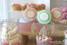 mesa dulce estética boho - mesa dulce comunión niña- decoración comunión boho chic - decoración comunión de cuento - decoración comunión niña - the godmother.es