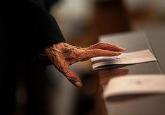 Photo Il vecchio e la mano by Alessandro Bergamini on 500px
