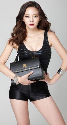 The Angela Shoulder Bag is a charming, feel-good bag with smooth curves that enchants with a feminine allure. #shoulderbag #womensfashion #koreanfashion
