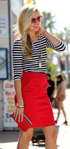 ¿Te gusta el rojo? ¿Te apasiona uno de los colores con más fuerza que existen? Si te has comprado o tienes en el armario una falda roja no te pierdas las combinaciones que hemos escogido para ti, para que puedas combinar una falda roja y sacarle el máximo partido. Como combinar una falda roja Una […]