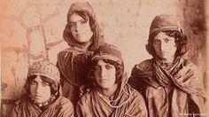 Kurdische Mädchen in der Kadjaren-Ära: Sevruguins Reise durch den Iran führte ihn auch in die nordwestlichen Gebiete des Reiches, die bis heute noch von Kurden bewohnt werden.