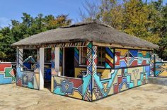 The Ndebeles are an African ethnic group living in South Africa and Zimbabwe known for their artistic talent, especially with regard to their painted houses and colorful beadwork. African Hut, African Tribes, Pretoria, Zimbabwe, Mud House, Ethnic Home Decor, Property Design, Cleaning Walls, Indian Homes