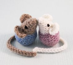 Here's a pattern to make a pair of sweet little mice that just love to kiss. They are made all in one, with no separate parts to sew on, so they are quick and easy to crochet. Make them in any colours you like, you can make them totally in a natural fur colour if you want, or choose any colour for their bodies. They will sit upright on their own, but they like snuggling up to each other even more.