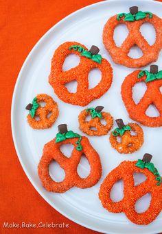 Chocolate Covered Pumpkin Pretzels--time consuming..but oh so cute!