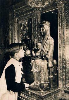 A choirboy of the famousEscola Mare de Déu de Montserrat before the Black Madonna of Montserrat, Spain.