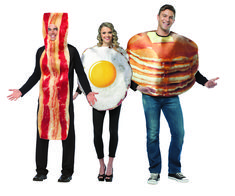 Dress up as the Breakfast Club with your food-loving pals this year. Halloween Costume Puns, Halloween Diy, Love Puns, The Breakfast Club, Ronald Mcdonald, Party Ideas, Dress, Fictional Characters, Food