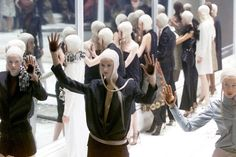 Alexander McQueen's best catwalk shows, including Kate Moss as a hologram and Shalom Harlow's spray painted dress. To mark the anniversary of his passing, Vogue revisits his most memorable moments on the catwalk. Kate Moss, Alexander Mcqueen, Alex Mcqueen, The Hunger, Jodie Kidd, 11 Year Anniversary, Isabella Blow, Shalom Harlow, Image Model