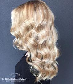 beautiful hairstyles for blonde hair - Hair Color Ideas Warm Blonde Hair, Blonde Hair Looks, Honey Blonde Hair, Blonde Hair With Highlights, Neutral Blonde Hair, Pink Hair Streaks, Champagne Blonde Hair, Brown Blonde, Ombré Hair