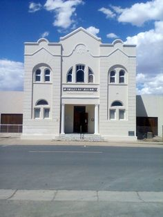 Previously the Calvinia Synagogue, in the town of Calvinia - Northern Cape, South Africa Beautiful Buildings, South Africa, Cape, November, Art Deco, Museum, Mansions, House Styles, Home Decor