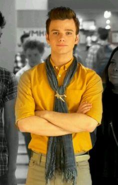 I look to Kurt on how to wear a brooch. Chris Colfer, Glee Fashion, Foto Fashion, Mens Fashion, Darren Criss, Glee Cast, My Guy, Cute Guys, Boy Outfits