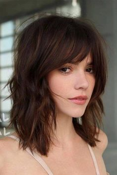 Ridiculous mid-length haircuts with bangs in 2019 - hair - hair styles - Ridiculous Medium Length Haircuts with Bangs in 2019 When it comes to crazy haircuts, we have to me - Bangs With Medium Hair, Short Medium Hair Styles, Medium Hairstyles With Bangs, Layered Hair With Bangs, Medium Haircuts For Women, Medium Shag Haircuts, Hair Cuts Fringe, Mid Length Hair Styles With Layers, Short Hair Cuts For Women With Bangs