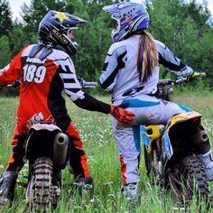 Do It Yourself Auto Repair Tips And Tricks Dirt Bike Couple, Motocross Couple, Motocross Girls, Biker Couple, Motorcycle Couple, Dirt Bike Girl, Motocross Photography, Bike Photography, Motocross Maschinen