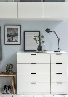 Schuin dak: slaapkamer met lage ladekastjes