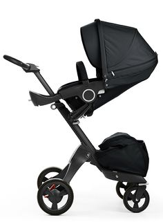 Each component of the Xplory True Black chassis has been carefully crafted in black to compliment the textiles of the stroller.
