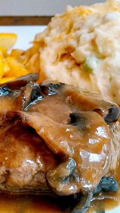 Gluten Free Salisbury Steak w/ Loaded Mashed Potatoes and Mushroom Gravy (I use Braggs liq aminos) - This makes an yummy complete meal! Steak Recipes, Ground Beef Recipes, Cooking Recipes, Hamburger Recipes, I Love Food, Good Food, Yummy Food, Beef Dishes, Food Dishes