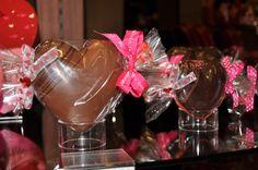 Coeurs en chocolat noir ou lait remplis de tendres chocolats assortis