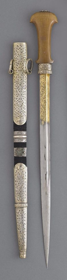 A SILVER-MOUNTED MOROCCAN DAGGER, JANWI 19th century.