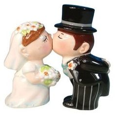 salt and pepper shakers that double as a cake topper! i could see this on my cake and on my kitchen table!