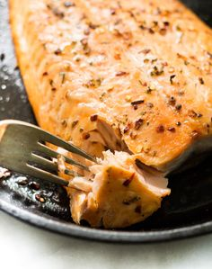 Need a quick-fix for dinner tonight? This #Easy Broiled Salmon recipe needs only 4 ingredients and the final product is so tasty.