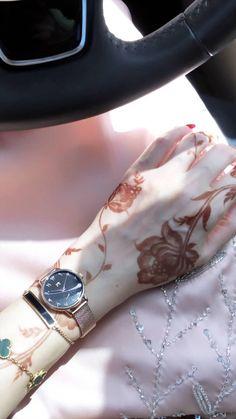 Floral Henna Designs, Stylish Mehndi Designs, Beautiful Mehndi Design, Best Mehndi Designs, Bridal Mehndi Designs, Mehandi Designs, Cute Girl Photo, Beautiful Girl Photo, Girl Hand Pic