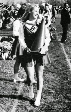 1966: La joven Meryl Streep como animadora en la preparatoria Bernards en New Jersey.