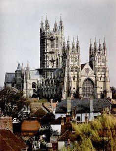 Reino Unido 13 Catedral, abadía de San Agustín e iglesia de San Martín en Canterbury  Situada en el condado de Kent, la pequeña ciudad de Canterbury es la sede del primado de la Iglesia Anglicana