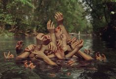 Hands up or the revisited Medusa Raft