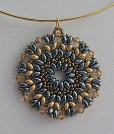 """the same design (""""Lime Squeeze"""" from Margherita Fusco) with other colors (gold satin and jet hematite superduos). Seed Bead Jewelry, Bead Jewellery, Beaded Earrings, Beaded Bracelets, Necklaces, Super Duo Beads, Twin Beads, Beaded Jewelry Patterns, Beads And Wire"""