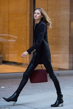 Stella Maxwell dresses down as she gets ready for Victoria's Secret Natural beauty: Sanne wore leather look trousers with metallic detail ankle boots for the meeting Vs Fashion Shows, Fashion Models, Fashion Looks, Fashion Outfits, Womens Fashion, Fashion Trends, Daily Fashion, Everyday Fashion, Model Street Style