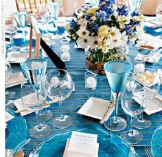 Tons of Reception Decor - listed according to colors schemes or themes, such as vintage or county, etc....  Some really interesting ideas.
