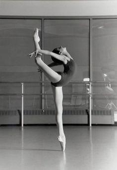 Dancer.  #ballet  #photography  #blackandwhite