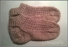 Lumioosi: Nilkkamallin villasukat One Color, Colour, Mittens, Knitted Hats, Socks, Knitting, Crafts, Sneakers, Fashion