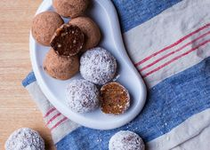 Carrot cake energy balls (con y sin chocolate). | Sweet Salty Kitchen |