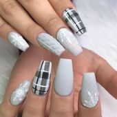 Winter Nail Designs and Colors 2019 Nagellack Designs Winter Nails Cute Christmas Nails, Christmas Nail Art Designs, Xmas Nails, Winter Nail Designs, Winter Nail Art, Plaid Nail Designs, Christmas Art, Christmas Acrylic Nails, Winter Acrylic Nails