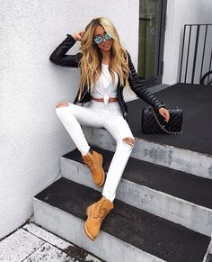 Discover and organize outfit ideas for your clothes. Decide your daily outfit with your wardrobe clothes, and discover the most inspiring personal style Mode Outfits, Fall Outfits, Casual Outfits, Fashion Outfits, Urban Chic Outfits, Urban Chic Fashion, Jeans Fashion, Casual Jeans, Timberland Outfits Women