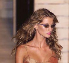 Imagen de fashion, Gisele Bundchen, and model 90s Models, Fashion Models, Fashion Beauty, High Fashion, Models Style, Runway Models, Boho Fashion, Elite Model Look, Fitness Models