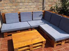 This corner-sectional Euro-Pallet Patio Lounge Set would create an intimate seating area on anyone's patio or deck. This took less than 13 pallets to make.