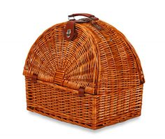 Picnic Plus Athertyn 2 Person Picnic Basket With Insulated Cooler Section *** Visit the image link more details. (This is an affiliate link) Picnic Bag, Picnic Time, Willow Weaving, Basket Weaving, Weaving Art, Hand Weaving, Rattan, Brooms And Brushes, Picnic Essentials