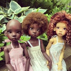 Nala and Lana in their grandma's garden again, this time with Wasaya, their friend from down the street. Dolls by Kaye Wiggs, dresses by… Black Girl Art, Black Women Art, Black Art, Ooak Dolls, Blythe Dolls, Beyonce Et Jay Z, Pelo Natural, African American Dolls, Beautiful Barbie Dolls